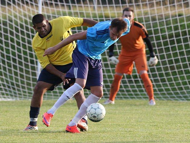 Hráči fotbalového klubu Jiskra Modrá mají po polovině soutěže nejlepší výchozí pozici v boji o postupové příčky v 1.A třídy. Druhé je zatím jen o skóre Jílové.