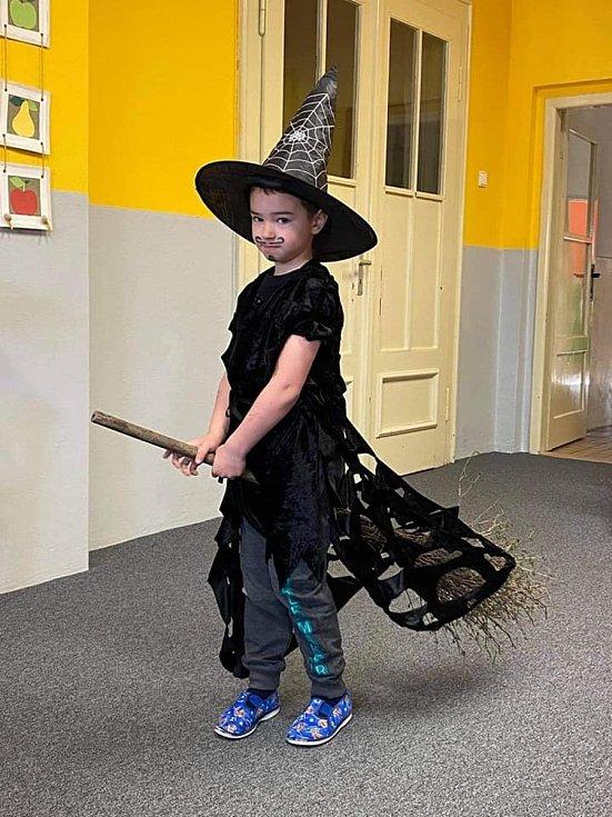 Čarodějnický rej ve vilémovské školce.