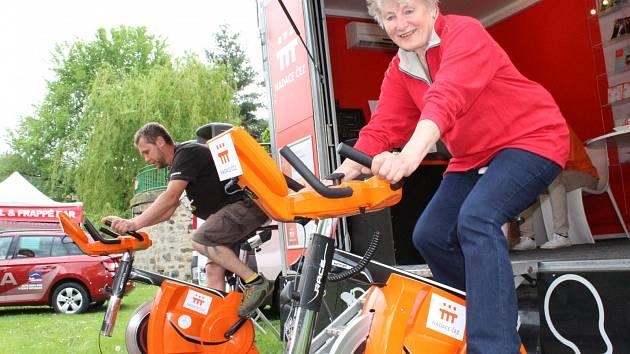 Lidé v Děčíně šlapali na oranžovém kole pro charitu