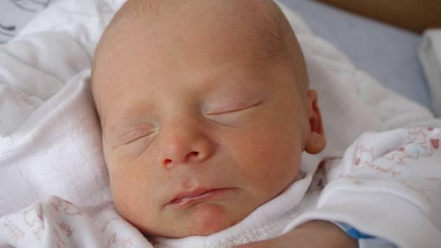 Elišce Kočí z Děčína se 18. května ve 12.50 v děčínské porodnici narodil syn Ríša Lux. Měřil 44 cm a vážil 1,90 kg.