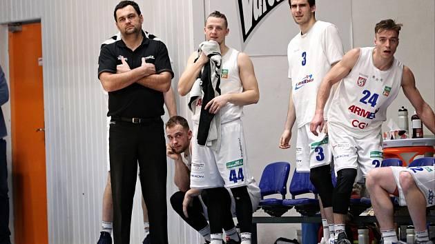 SMUTNÝ VÍKEND. Basketbalisté Děčína odjeli z Nového Jičína s prázdnou.