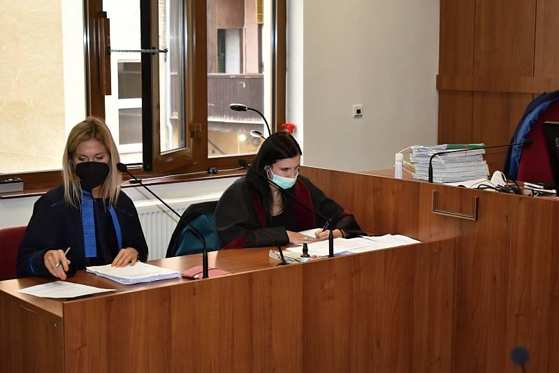 Děčínský soud potrestal nepravomocnou podmínkou sestru za podání injekce bez vědomí lékaře.