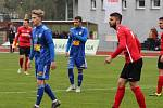 REMÍZA. Fotbalisté Varnsdorfu (v modrém) doma remizovali s Chrudimí 2:2.