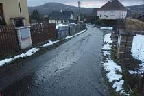 Větší množství vody ohrozilo domy na Kamenné.
