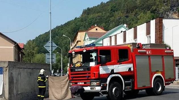 V Děčíně narazil motorkář do zdi.