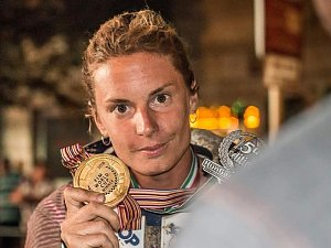 OLGA ROUČKOVÁ s nečekanou medailí za první místo.