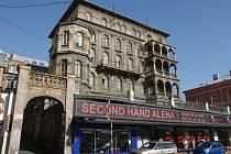 Historická budova na Teplické ulici v Děčíně.