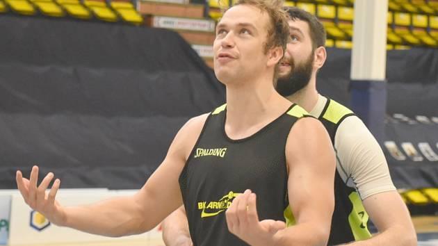 Basketbalisté Děčína si mohli po delší době zatrénovat na vlastní palubovce.