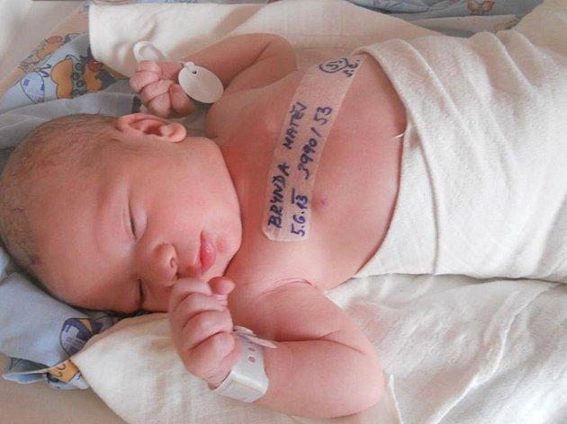 Evě Maznové z Lipové u Šluknova se 5. června ve 13.26 narodil syn Matěj Brynda. Vážil 3,99 kg a měřil 53 cm.