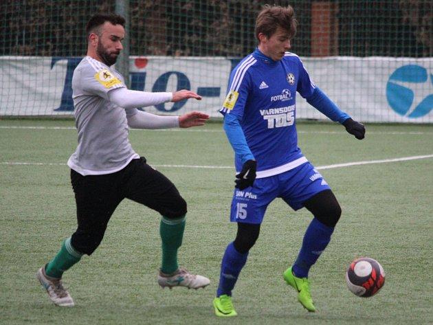 DOBRÝ VSTUP. Varnsdorf (v modrém) porazil Olympii Praha 2:0.