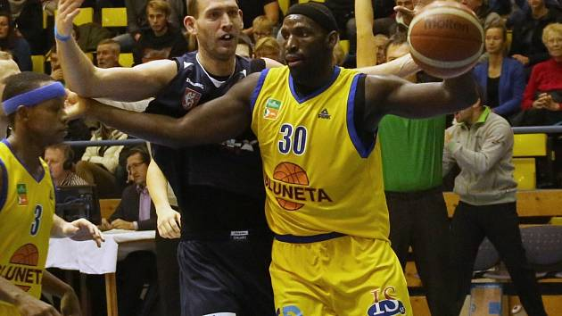 DĚČÍNŠTÍ basketbalisté doma v derby přivítají Ústí nad Labem.