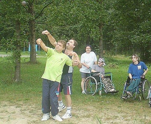 Na sportovních hrách si koulí zhaházel i děčínský Josef Štecha.