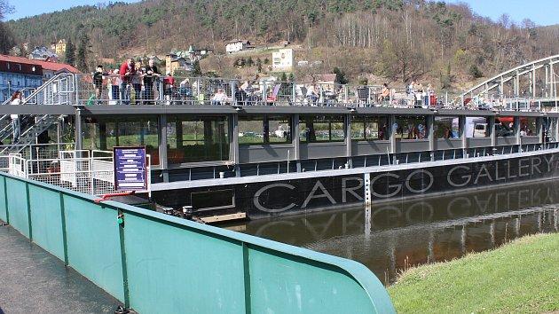 Loď Cargo Gallery v Děčíně.