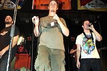 Hlavní kapelou se stala zábavná ska partička Fast Food Orechestra.