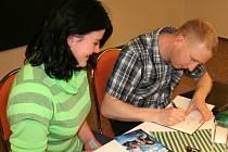 Luděk Stínil při autogramiádě.