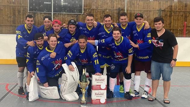 Tým Thunders UL/DC, který vyhrál děčínský hokejbalový turnaj.