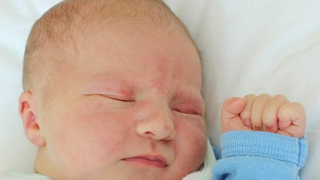 Adámek Štěpán se narodil Veronice Zvěřinové a Martinu Štěpánovi z Varnsdorfu 26. srpna v 11.19. Měřil 50 cm a vážil 3,40 kg.