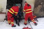 Na místě zasahovala i sanitka, došlo ke zranění muže.