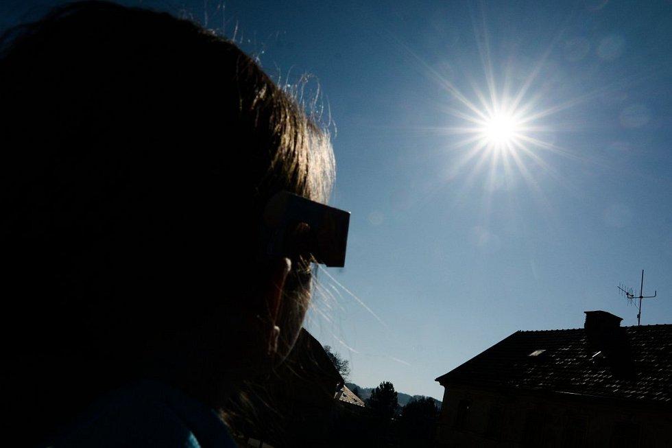 Zatmění slunce pozorovali také lidé na hvězdárně v Mikulášovicích