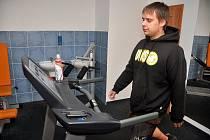 David Procházka z Rumburku cvičí v rumburském Fitness Extrifit Gym