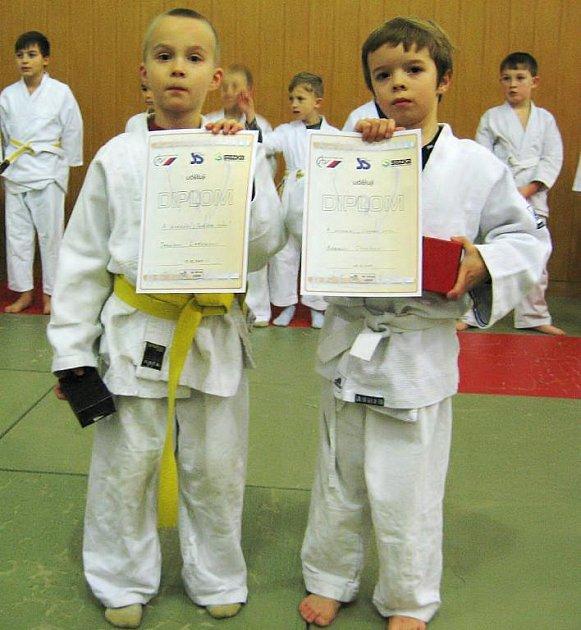 Dva ocenění mladíci SK Judo Děčín.