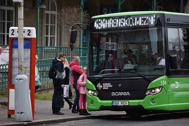 Autobusy zDěčína do Hřenska budou jezdit vpůlhodinovém taktu.