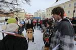 """V Krásné Lípě """"vítali"""" prezidenta protestující hendikepovaní lidé."""
