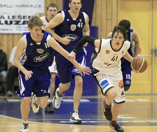 Děčínští basketbalisté doma klopýtli s Poděbrady.