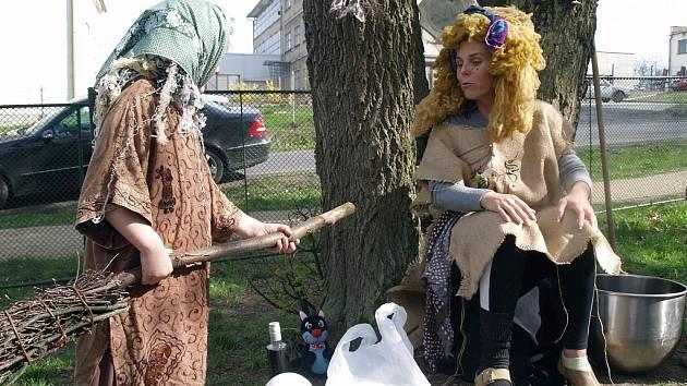 S dvoudenním předstihem včera začalo tradiční pálení čarodějnic v Krásné Lípě