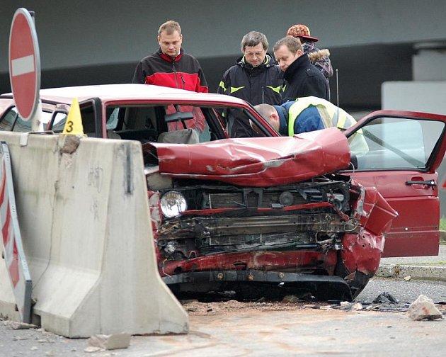 Při dopravní nehodě v Kamenické ulici v Děčíně zemřela v pátek 28. listopadu krátce před druhou hodinou čtyřiatřicetiletá žena