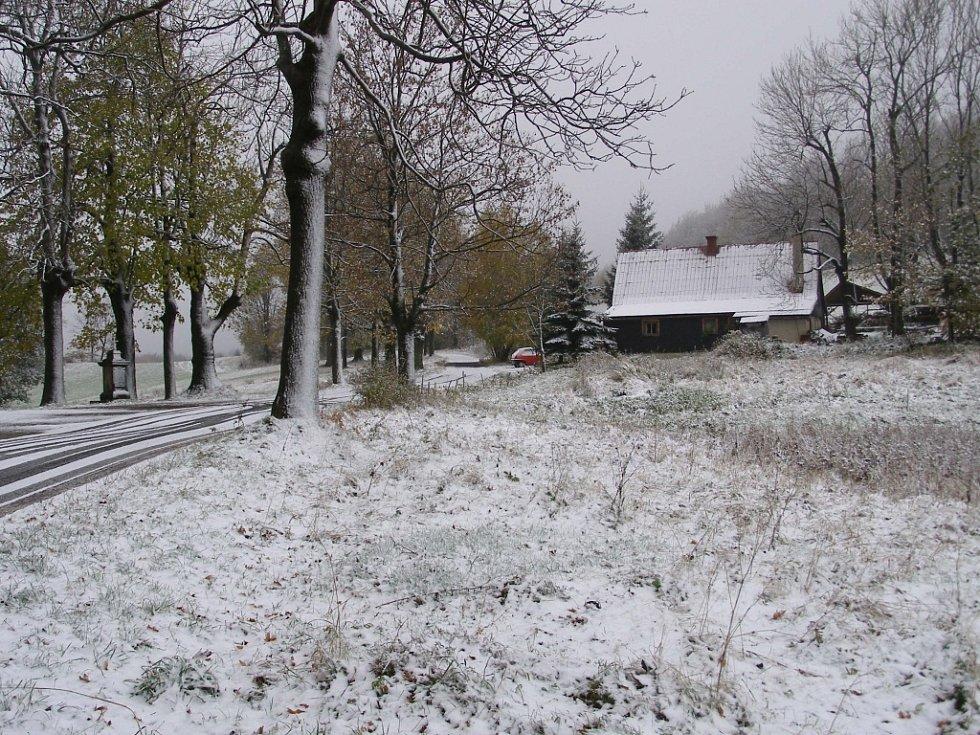 Zasněžené podhradí hradu Tolštejna
