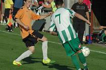 DAN KURTY (v oranžovém) přispěl k výhře Jílového dvěma góly.