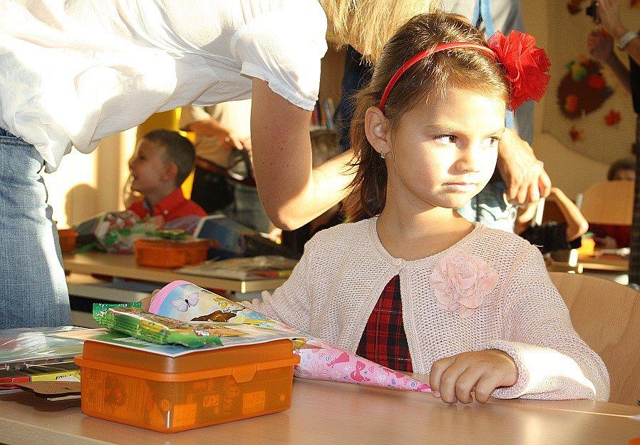 Prvňáci usedli do lavic v želenické základní škole.