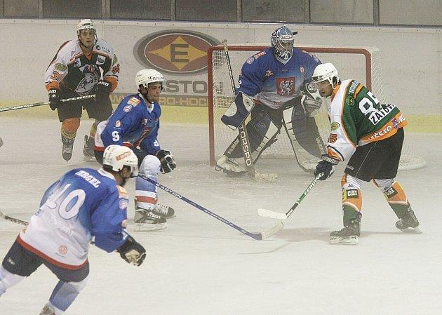 Děčínští hokejisté začali hrát, až když prohrávali o tři branky.