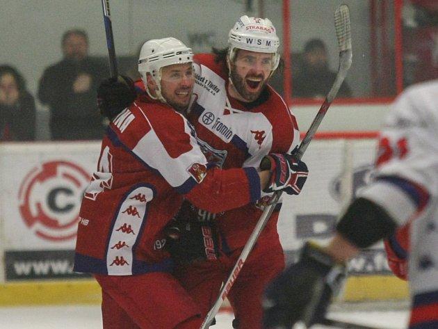 JASNÁ PORÁŽKA. Děčín v prvním zápase prohrál na ledě Havlíčkova Brodu 1:5.