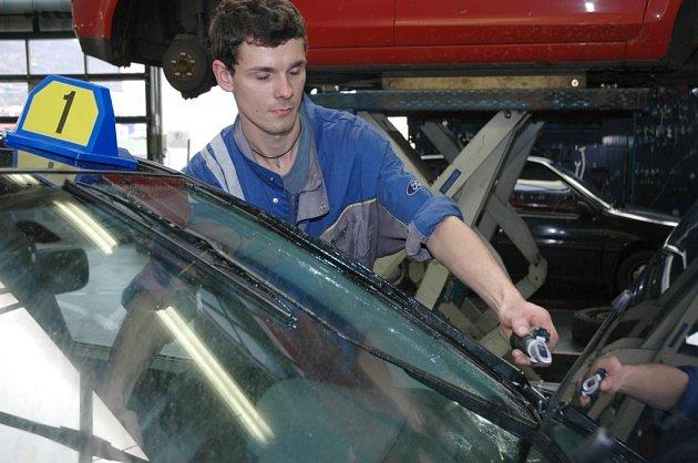 Řidiči připravují auta na zimu