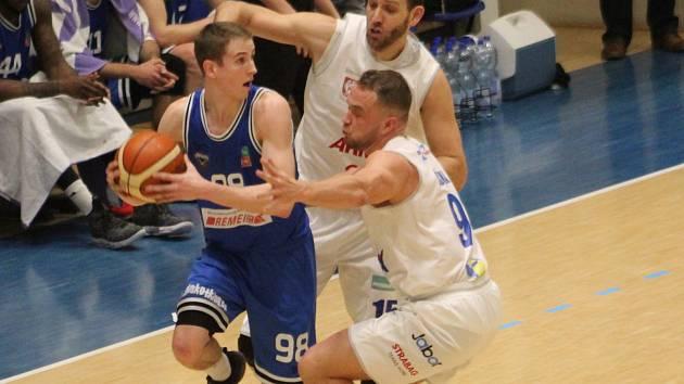 ZAČÍNÁ NADSTAVBA. Děčínští basketbalisté doma přivítají Olomoucko.