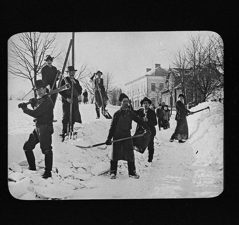Snímek byl pořízen ve Varnsdorfu někdy na přelomu 19. a 20. století