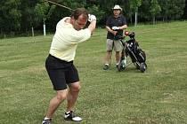 Hokejisté vytáhli v Janově golfové hole