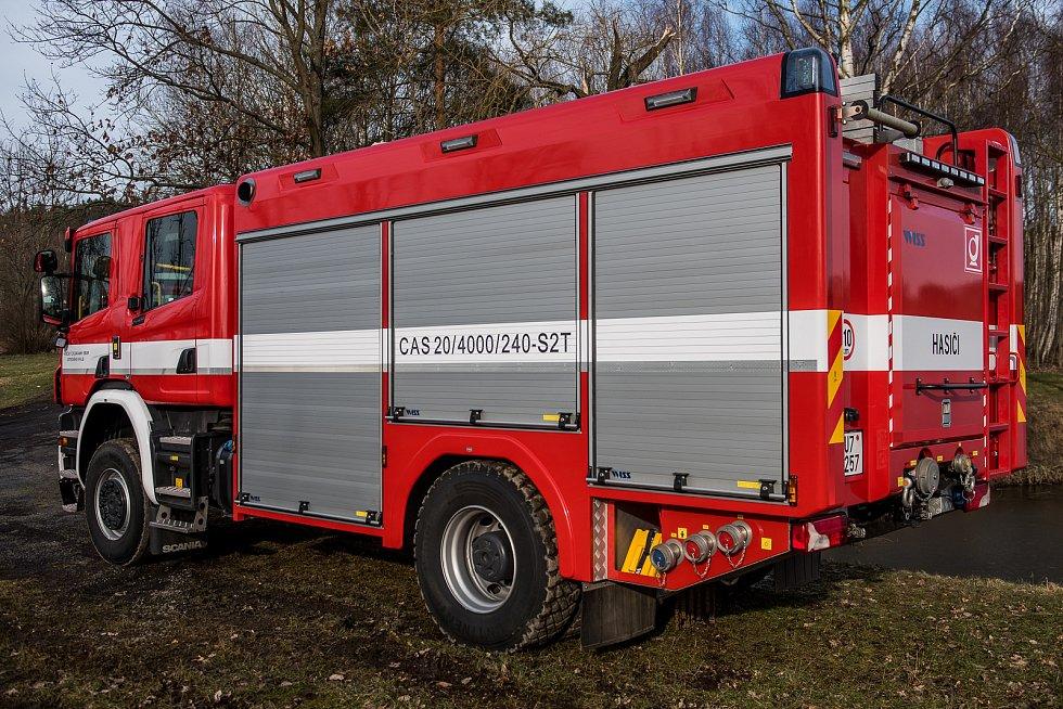 Profesionální hasiči ze Šluknova mají zbrusu nové auto.