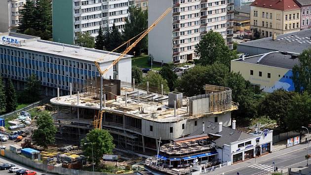 Multifunkční centrum roste v Děčíně před očima.