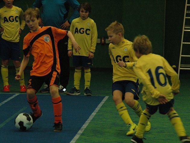 DĚČÍNSKÁ SPORTOVNÍ HALA hostila dva halové turnaje mládeže.