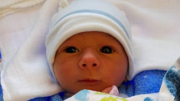 Tadeáš Martínek se narodil Zdeňce Brožové a Lukášovi Martínkovi 10. února v 17.06. Měřil 51 cm a vážil 3,25 kg.