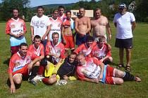 DOČKALI SE. Pořádající tým Dolních Habartic vyhrál svůj vlastní turnaj.