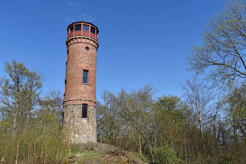 Rozhledna na Dymníku, tak zvaná Augustova věž.
