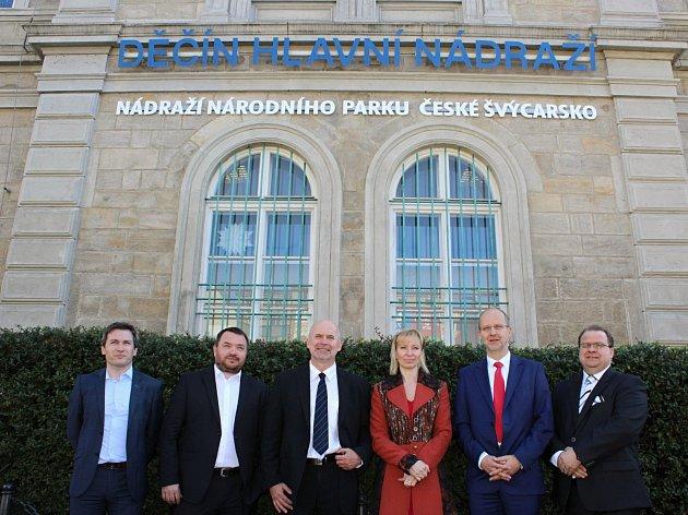 Děčínské hlavní vlakové nádraží se v pátek proměnilo v nádraží národního parku České Švýcarsko.