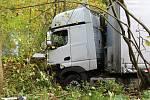 Kamion za Františkovem spadl ze srázu.