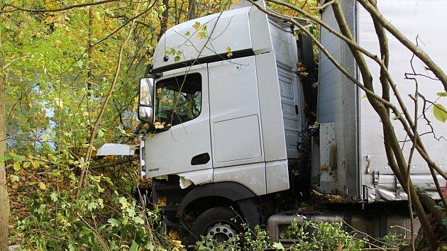 Kamion sjel u Valkeřic ze stráně