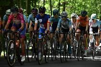 Tour de Feminin - II. etapa. Cyklistky na 30 kilometru při stoupání z Hřenska do Janova.