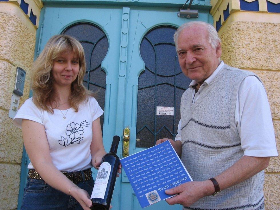 Století synagogy se objevilo i na speciální etiketě košér vína.